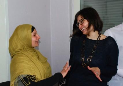 Lebhafter Austausch – Nesreen Hajajj und Clara Leiva Burger
