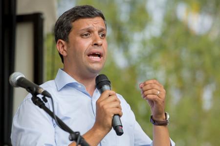 Raed Saleh spricht beim Sommerfest der SPD Spandau
