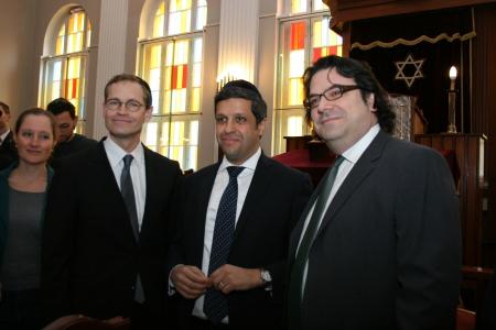 Michael Müller und Raed Saleh zu Besuch in einer Berliner Synagoge