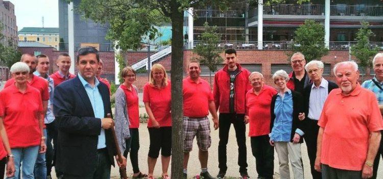 Pflanzaktion für Senioren am Uferpalais