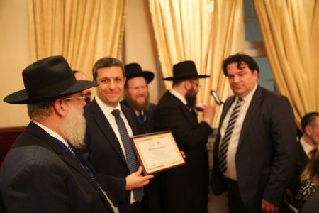 Saleh im Gespräch mit Rabbinern