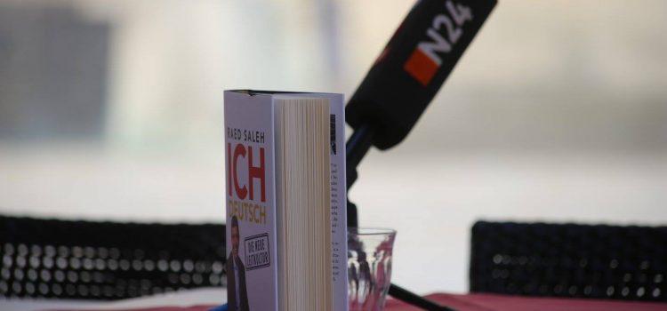 """Lesung aus """"Ich Deutsch – Die neue Leitkultur"""" in Friedrichshain mit Cansel Kiziltepe und Sven Heinemann"""