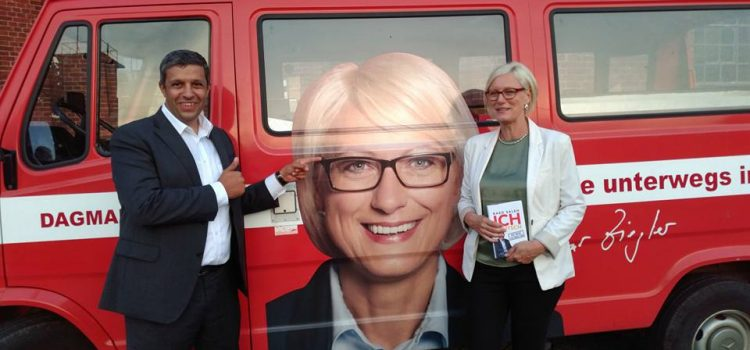 Raed Saleh wirbt im Wahlkampf für eine starke SPD in Spandau und darüber hinaus