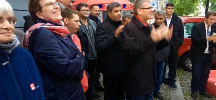 Essen macht glücklich, Essen teilen glücklicher ! Raed Saleh und die Spandauer SPD luden zum gemeinsamen Fastenbrechen im Ramadan