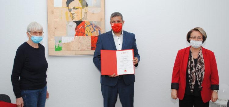 Raed Saleh wird für 25 Jahre SPD geehrt